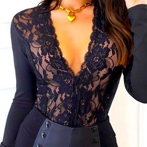laced V long sleeve top